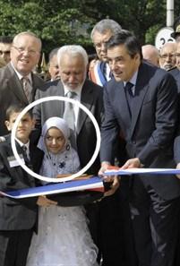 Un maire LR proche de Fillon promet un terrain et un chapiteau pour les salafistes après la fermeture de leur mosquée