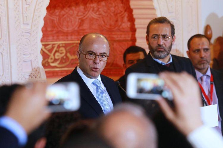 Valls déroule le tapis rouge devant tous les petits responsables musulmans