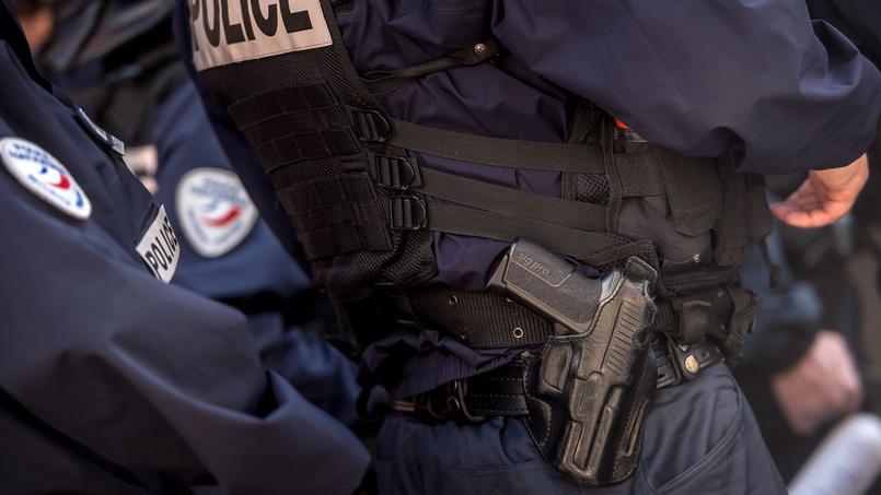 Cazeneuve offre des cibles gratuites aux islamistes : nos policiers en civil avec leur brassard…