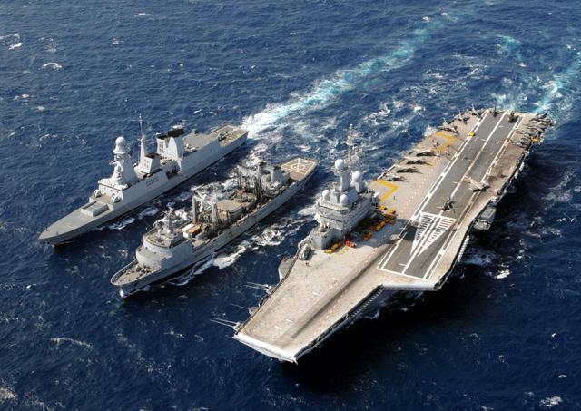 Syrie: que magouille Hollande ? Veut-il attaquer Assad avec les forces navales inutiles contre l'EI ?