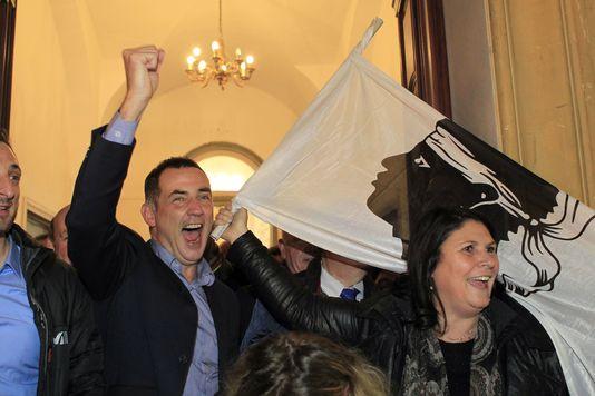 Et les Corses ? Et les Corses ? On n'en parle pas, des Corses qui ont voté nationaliste ?