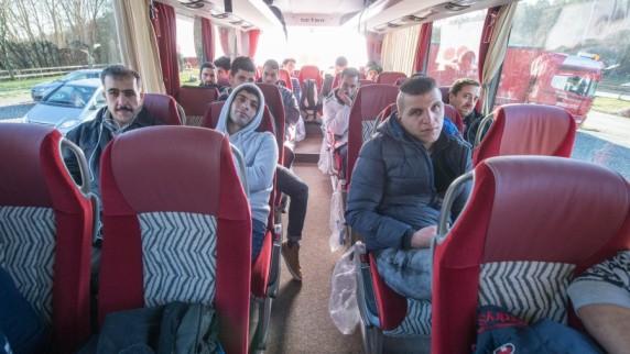 Le chef du canton de Landshut envoie des bus de migrants à Merkel