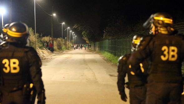 Rencontre avec gendarmes et CRS de Calais, ils sont à bout, les migrants les guettent