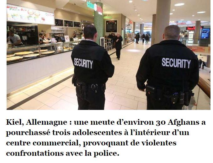 Une meute d'environ 30 Afghans pourchasse trois adolescentes à l'intérieur d'un centre commercial