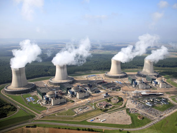 Le traître Macron a décidé de fermer 1/4 de nos centrales nucléaires d'ici 2035