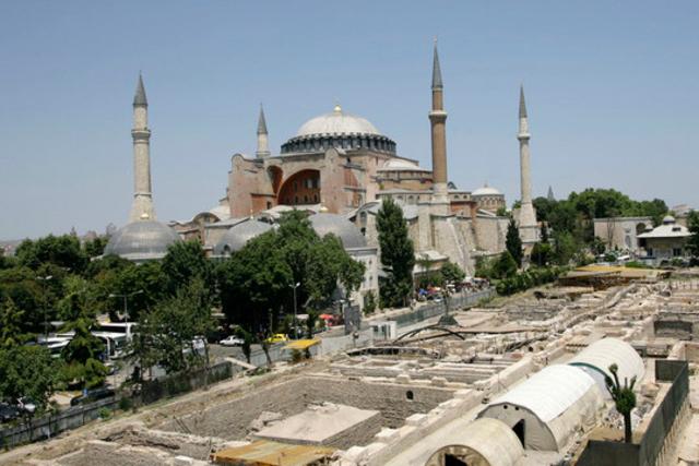 Le pape François a voulu l'islam, il a la mosquée Sainte-Sophie ; de quoi se plaint-il ?