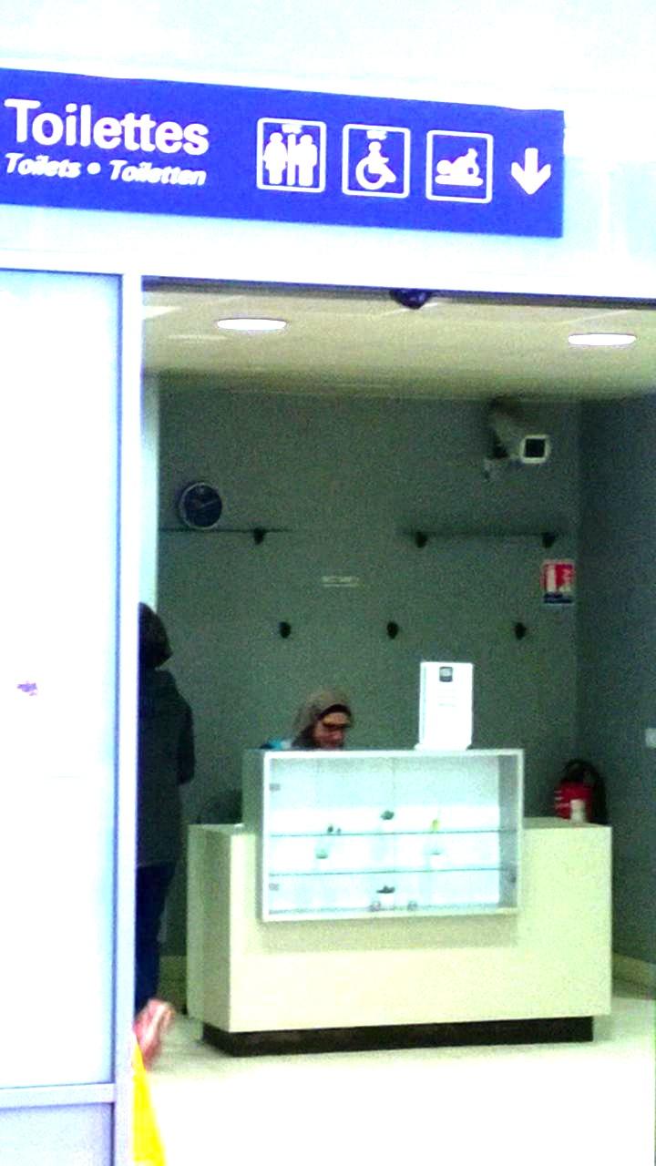Et la dame pipi voilée à la gare de Mulhouse, c'est normal, monsieur Valls ?