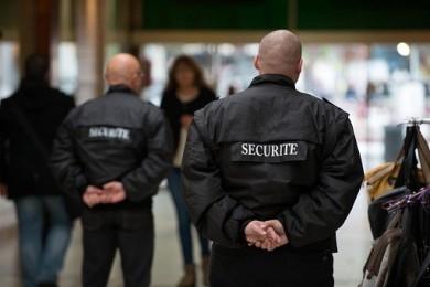 Des agents de sécurité pour protéger les fillettes des migrants à la piscine ? Pas rassurant…