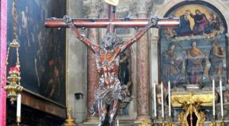 Christianophobie : quatre femmes voilées crachent sur un crucifix en Italie