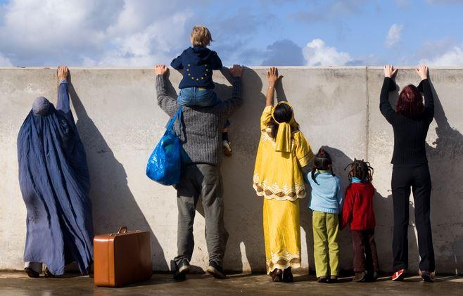 C'est fait, le roi Hollande a supprimé toute distinction entre immigration légale et illégale