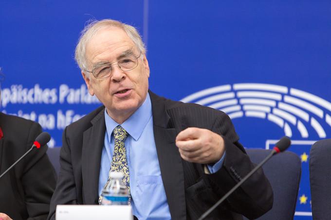 Un député européen hongrois suggère de mettre des têtes de porcs le long de la frontière pour dissuader les migrants