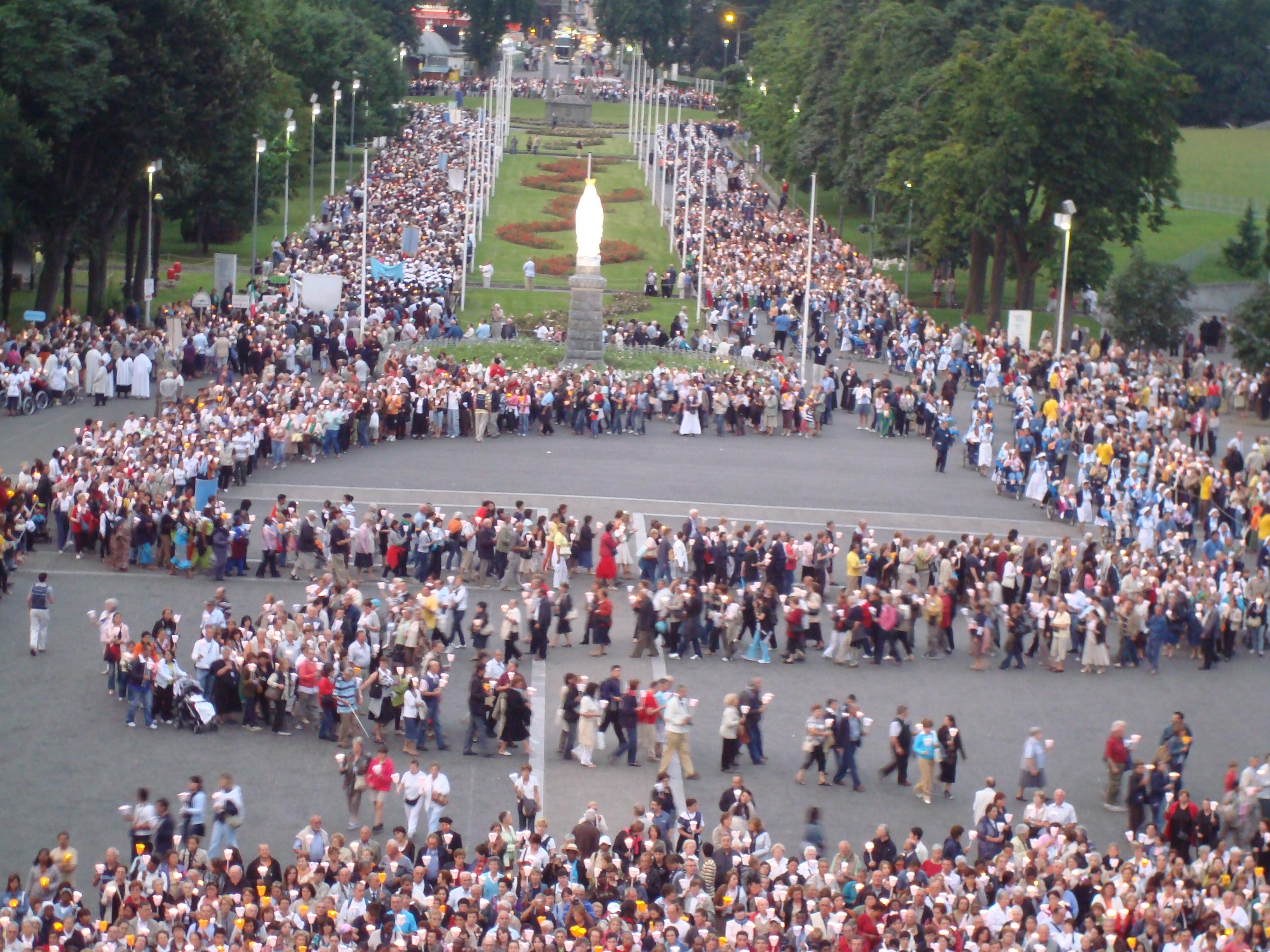 Procession de Lourdes interdite,  mosquées protégées..  Que font Escada, Bourges, De la Rochère ? [MAJ]