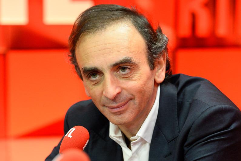 «Emmanuel Macron, un faux jeune, un faux rebelle, un faux moderne», lance Éric Zemmour