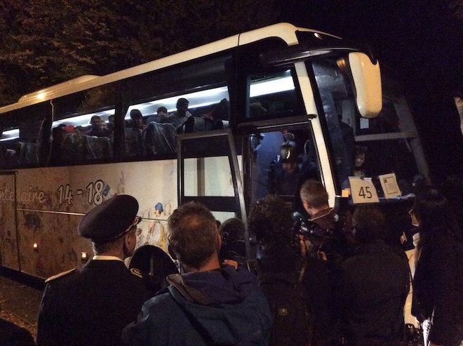 Quand Cosse et préfets accueillent en V.I.P des migrants de Calais partout en France !