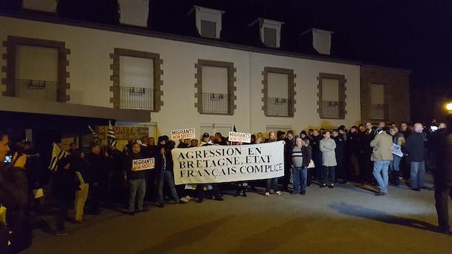 Arzon : attaque du centre de clandestins, les Bretons ne laissent pas leurs femmes se faire agresser