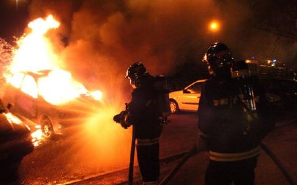 A chaque fois qu'on fait la fête, ils brûlent des voitures…