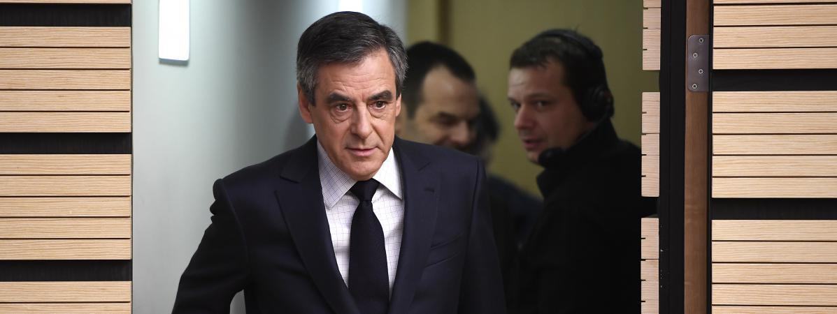 Pierre Cassen : Filllon au tribunal, sa grave faute, avoir battu Ali Juppé à la primaire (video)