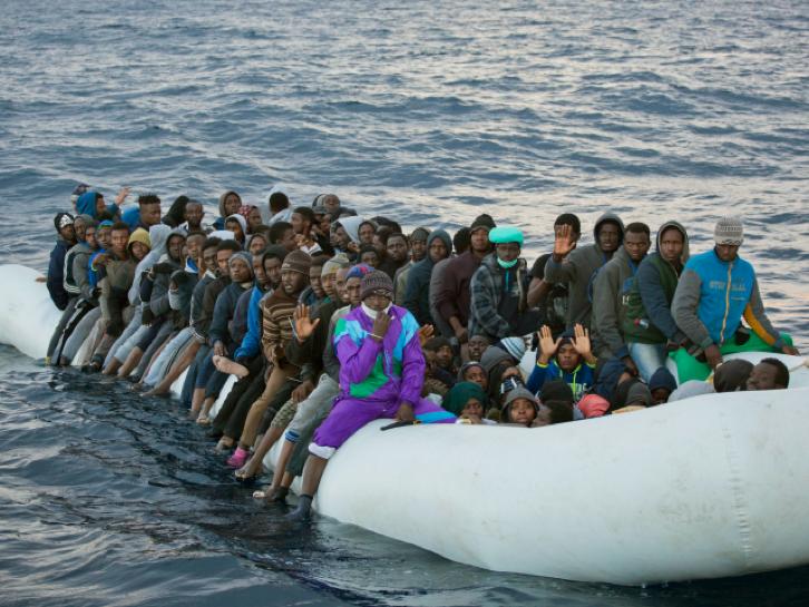 Sélectionner les demandeurs d'asile sur place, en Afrique ? Faites donc un referendum, m'sieur Macron