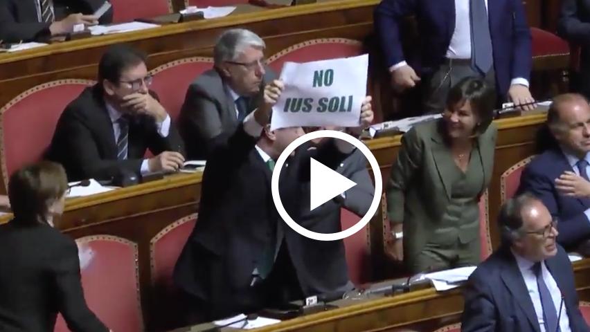 Italie : bataille rangée à l'Assemblée, la Ligue du Nord ne veut pas du Droit du sol