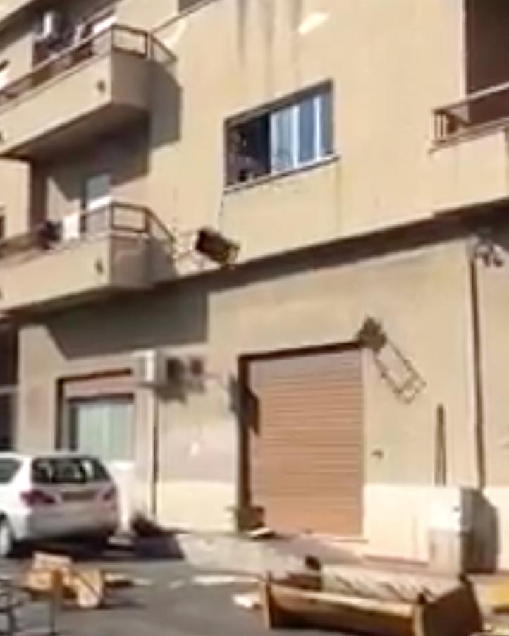 Palerme : ils n'ont pas fêté la fin du ramadan ? Les enfants-migrants jettent les meubles par la fenêtre