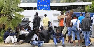 Immigration clandestine : Macron ouvre les portes en grand