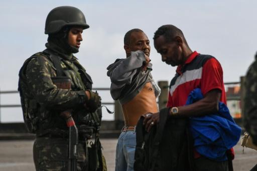 Je suis jaloux : 5000 militaires dans les favelas de Rio…
