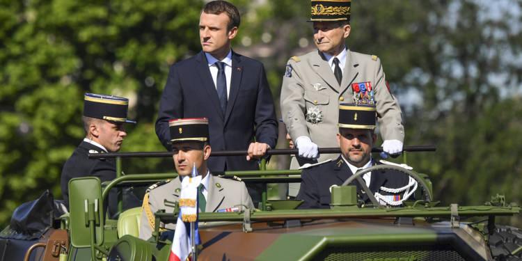 Quinze  gradés de l'armée mouchent l'impudent Macron …