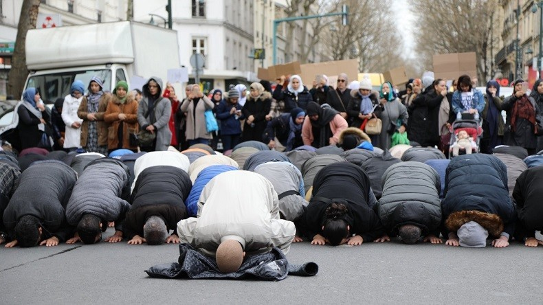 Clichy : apéro saucisson pinard le Premier Décembre s'il y avait des prières musulmanes demain !