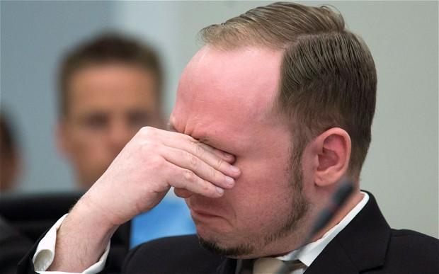 Macron, comme Breivik, a des mains de psychopathe…