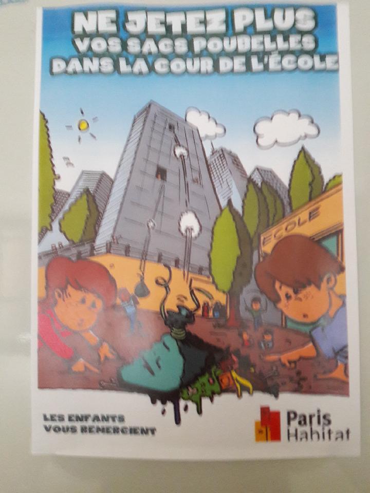 Paris : Ils jettent leurs poubelles dans la cour de l'école ? Joyeux Noël, Felix !