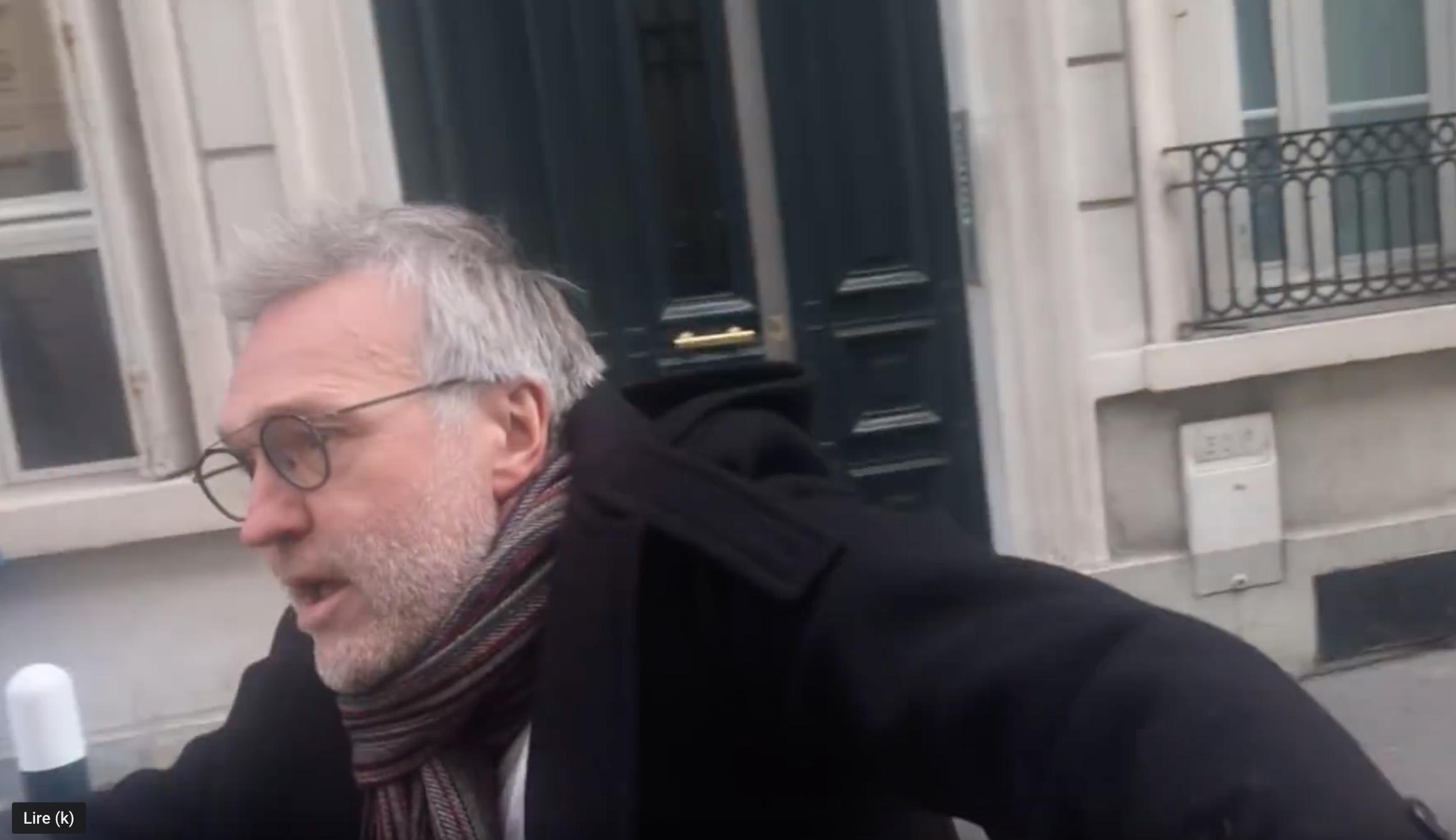 Hilarant : le courageux Ruquier mort de frousse agresse le youtubeur qui lui dit bonjour