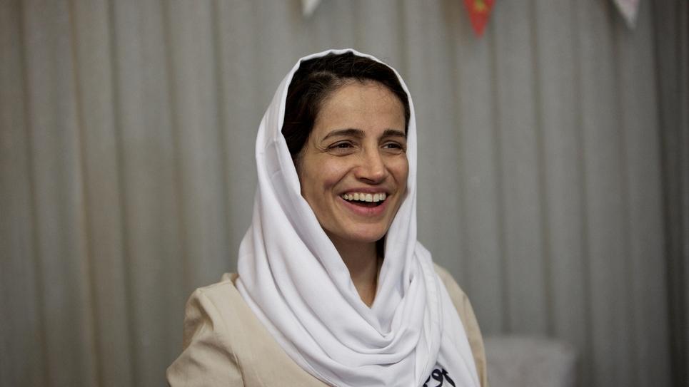 Ces députés qui ovationnent Nasrin Sotoudeh après avoir voté pour le voile que défend Macron…