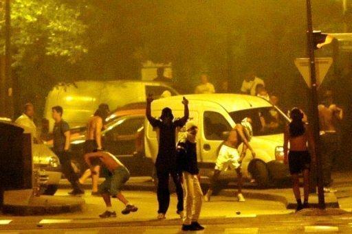 La France de Macron l'assassin : à Grenoble «ils»attaquent et vandalisent les voitures des infirmières