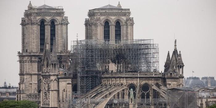 La structure de Notre-Dame, considérablement affaiblie, pourrait s'effondrer en cas de vents violents