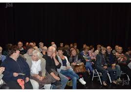 Des voyous de banlieue dégradent notre salle de spectacle : la direction nous met en cause !