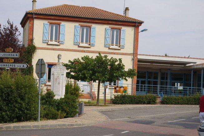 400 écoles fermées en province, où le Ministère de la Culture dépense 15€ par habitant contre 139 à Paris !