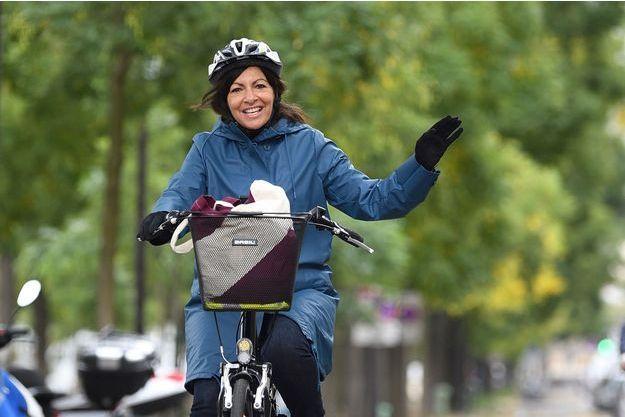 Pour promouvoir le vélo au Tour de France, Anne Hildalgo prend un jet privé