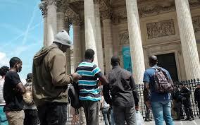 Des centaines de clandestins, les soi-disants  «Gilets Noirs»,  occupent le Panthéon …