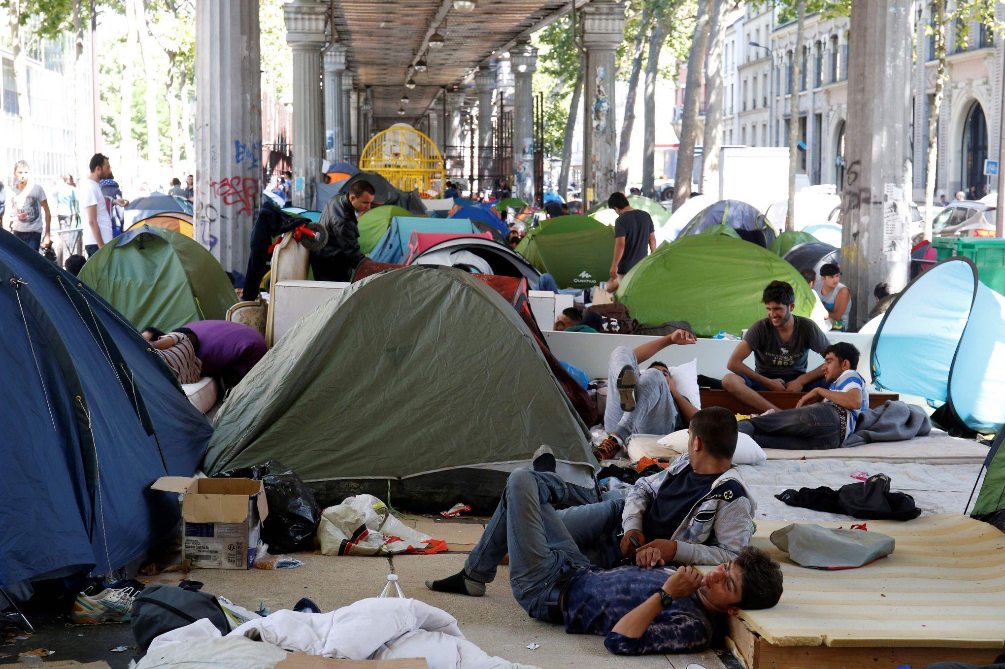 Croc-en-jambe de Macron à Hidalgo : 3 nouveaux centres d'accueil de migrants dans le cloaque parisien