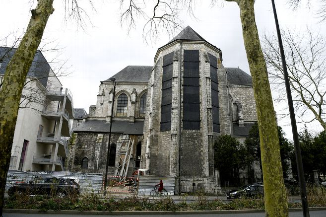 Macron veut faire un hôtel de l'église Saint-Euverte d'Orléans, pourquoi pas un bordel pour migrants ?