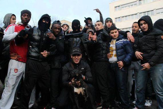 Pierre Cassen : Mantes, 100 racailles voulaient tuer du flic, aucune arrestation ! (video)