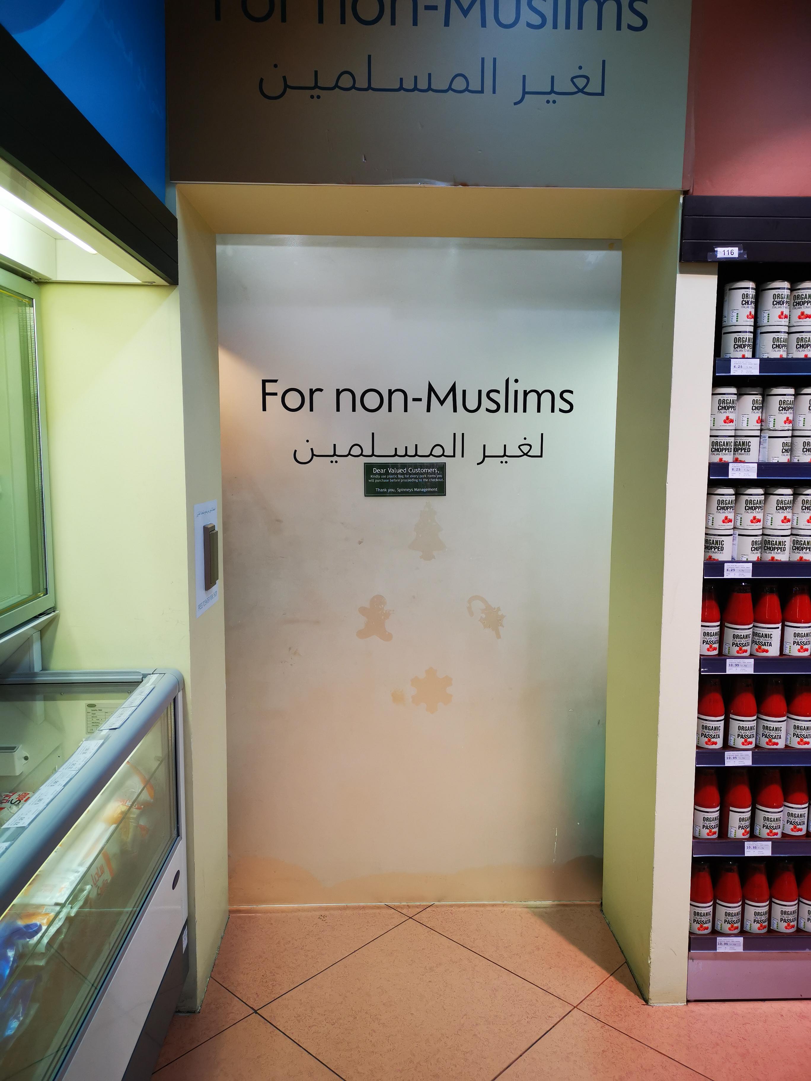 Bientôt, en France, comme à Abu Dhabi, le porc dans une pièce réservée aux  non musulmans ?