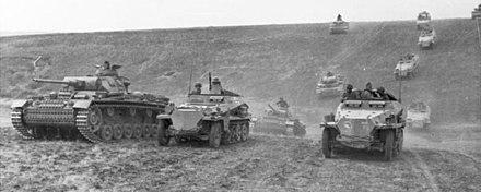 80 ans plus tard,  les forces de l'axe Paris-Bruxelles-Berlin relancent la Blitzkrieg à l'assaut de l'Europe