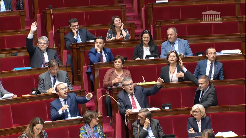 Ferrand truque-t-il les votes à main levée à l'Assemblée nationale ?