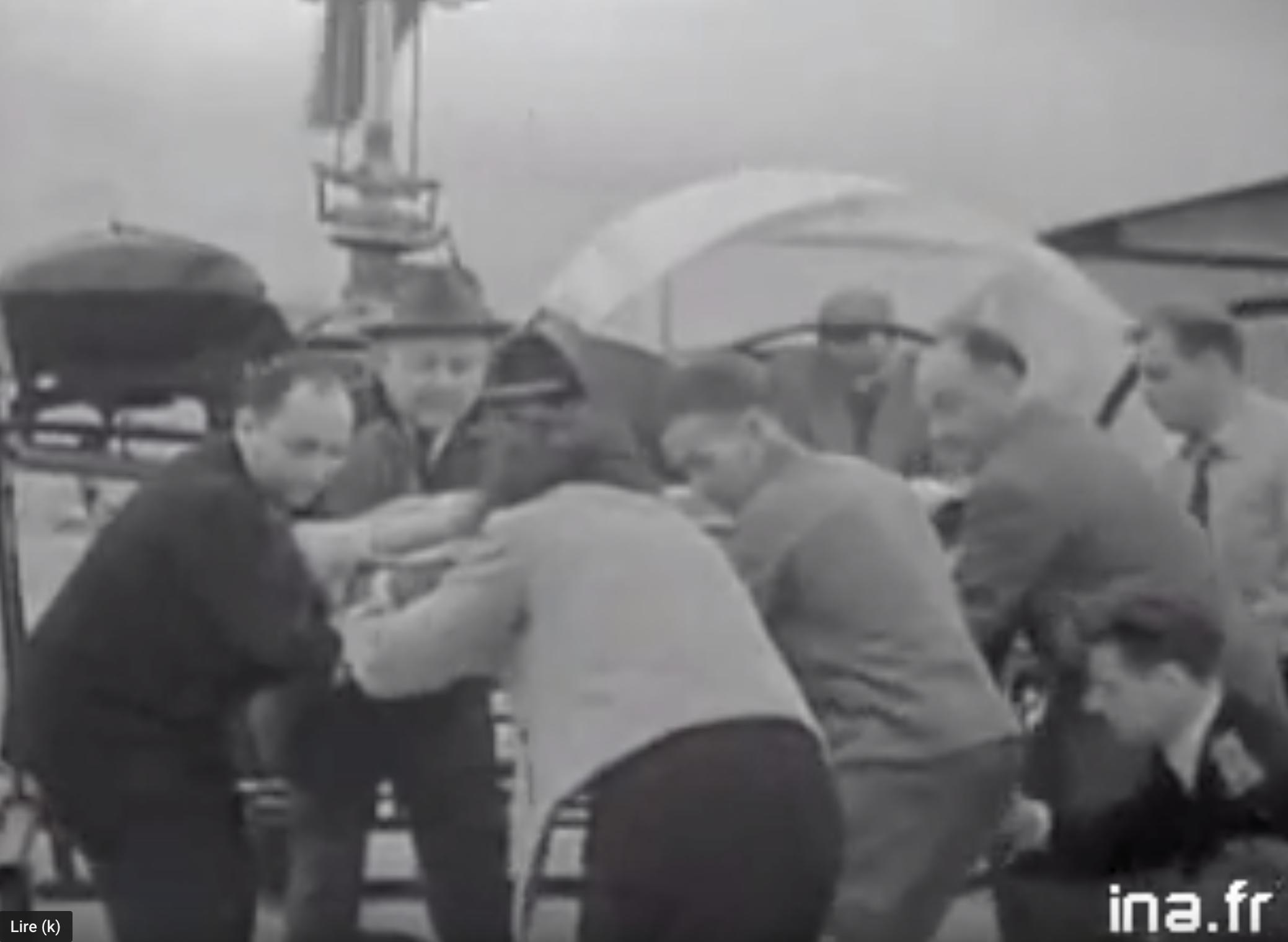 Obéissez à Castaner, surveillez… des fois que d'aucuns veuillent refaire la Toussaint rouge (Algérie, 1954)