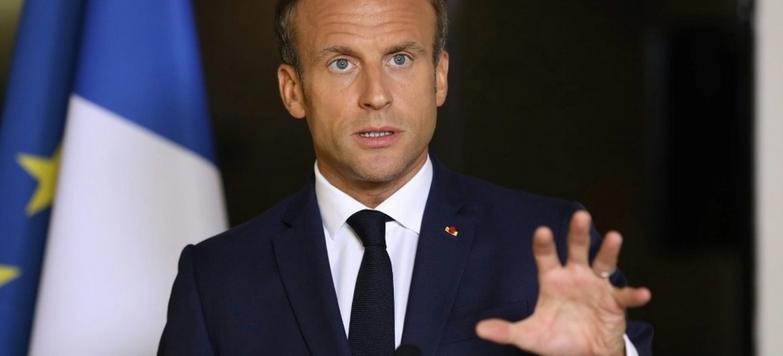 Voile : Macron persiste et signe «vous aurez l'islam et le voile»; vos gueules, les mouettes