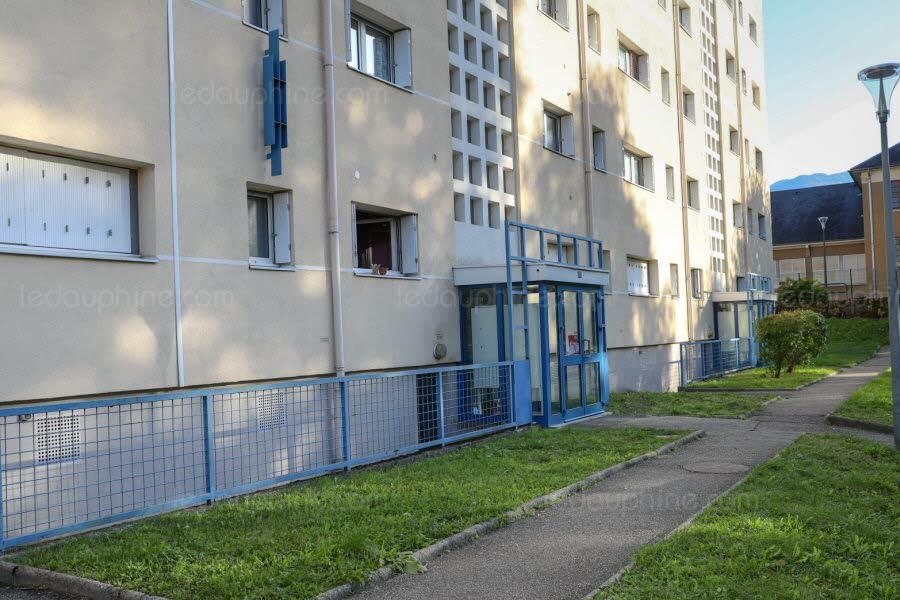Chambéry : Emmanuel Durand tué de 40 coups de couteau dans le dos là où zonent des djeunes