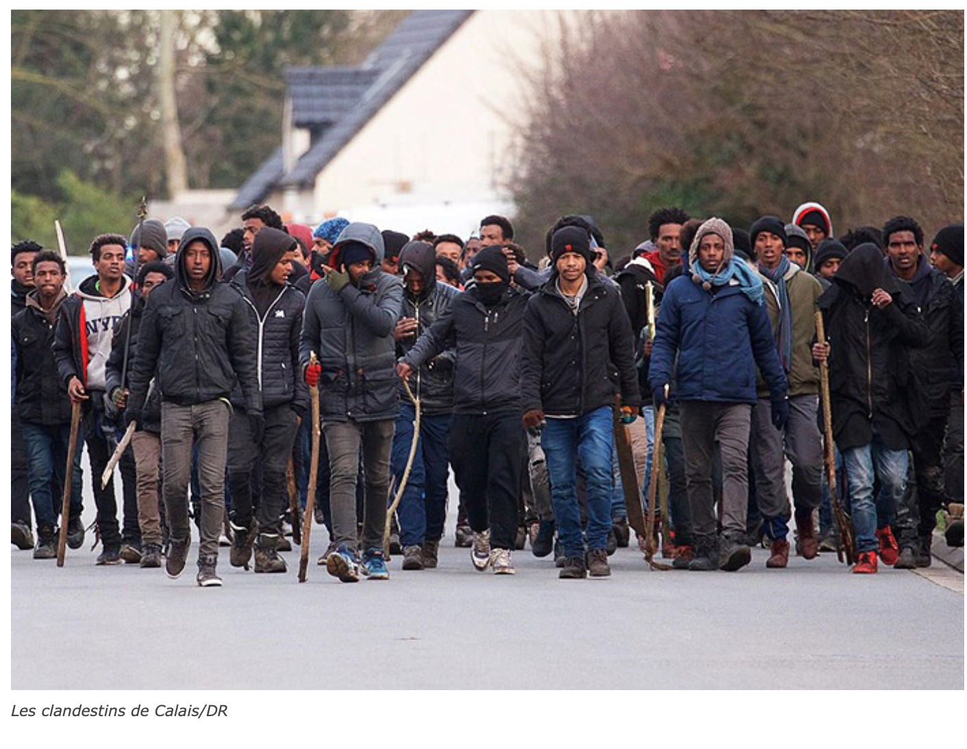 Calais zone de guerre : des centaines de clandestins s'affrontent dans la ville