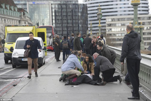 L'assassin de Londres portait un bracelet électronique ; Darren Osborne, lui, est enfermé pour  43 ans…