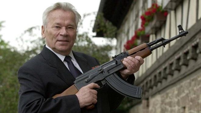 Mikhail Kalachnikov aurait eu 100 ans le 10 novembre: la Russie célèbre l'homme et l'arme